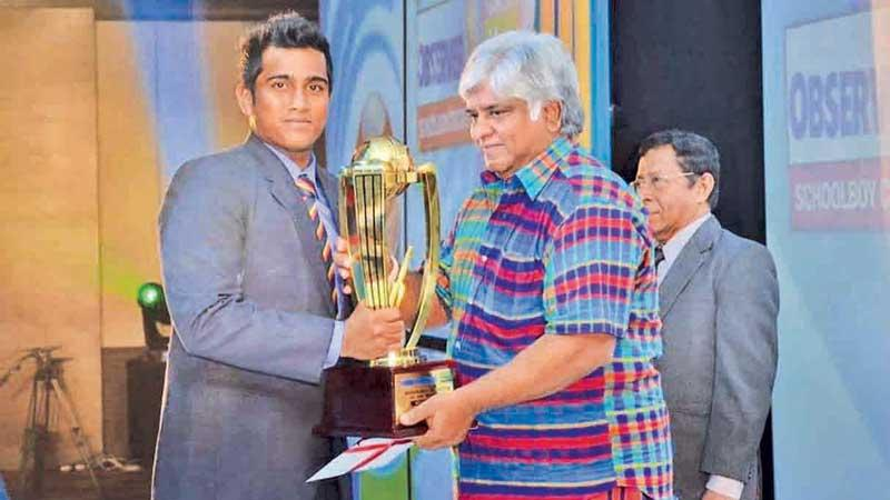 Minhaj Jaleel of Thurstan College, Colombo received the Platinum Award for Best Batsman from Sri Lanka's World Cup-winning captain Arjuna Ranatunga in 2014. Looking on at right is Senior Associate Editor of the Sunday Observer Dudley Jansz