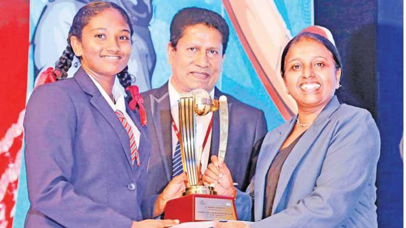 FLASHBACK: Umesha Thimeshani of Devapathiraja Vidyalaya made history by becoming the first Schoolgirl Cricketer of the Year as schoolgirl cricketers were recognized for the first time in 2019. Here she receives the top award for girls from Champika Weeratunga (Secretary SLSCA) while Chanaka Liyanage (Channel Manager, Lake House) looks on. Pic: Chinthaka Kumarasinghe