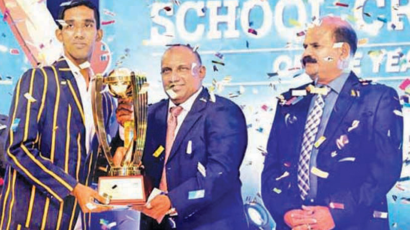 Flashback: Kamil Mishara of Royal College Colombo who was adjudged the Observer-Mobitel Schoolboy Cricketer 2019 receiving his Award from chief guest the legendary batsman Aravinda de Silva flanked by SLT-Mobitel Chairman Kumarasinghe Sirisena. In the girls segment Umesha Themeshani of Devapathiraja College Ratgama was the first Observer-Mobitel Schoolgirl Cricketer