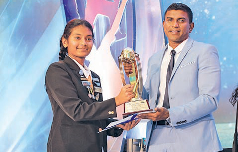 Sithmi Hirosha Best schoolgirl bowler (Anula Vid)
