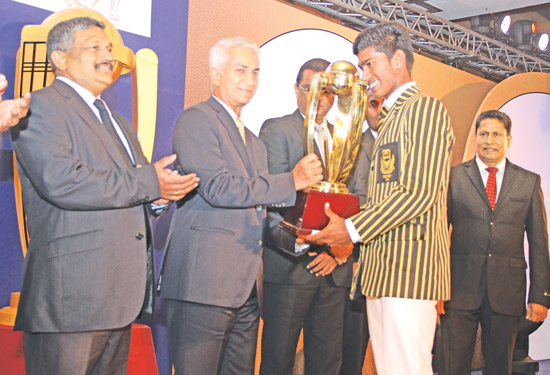 Akeel Inham of D.S.Senanayake College received the Best Batsman award in the platinum category