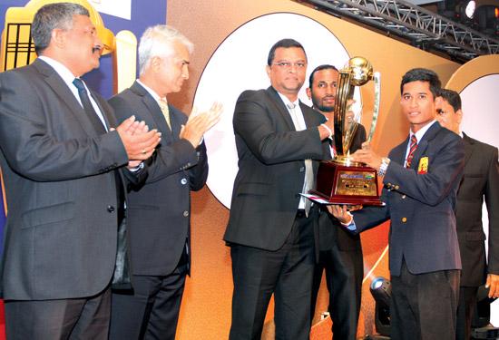 Best bowler. Platinum. Raveen Sayer (Trinity)