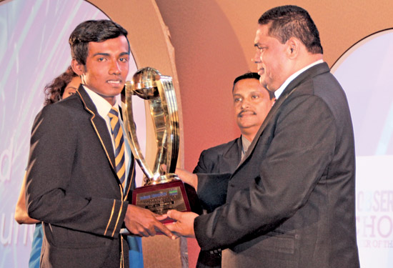 Gold award Best all-rounder. Shamsul Muneer (St.Anthony's, Wattala)