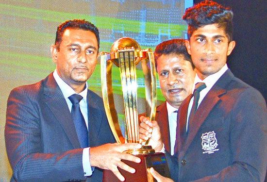 Ramesh Nimantha (St. Servatius College, Matara) receiving his Best Batsman Div., 1