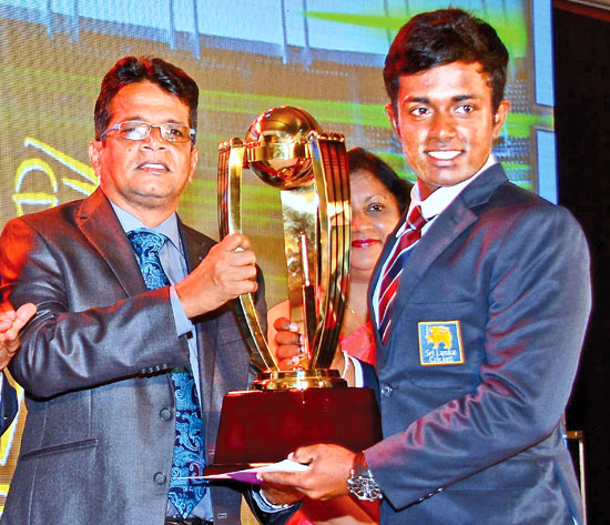 Charith Asalanka of Richmond College, Galle receives the Best Batsman (National) award