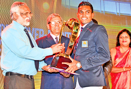 Wanindu Hasaranga (Richmond College, Galle) who won the (Best Fielder National)