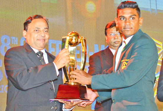 Pramodh Mauwantha of Isipathana College winner Best All- rounder Div. 1