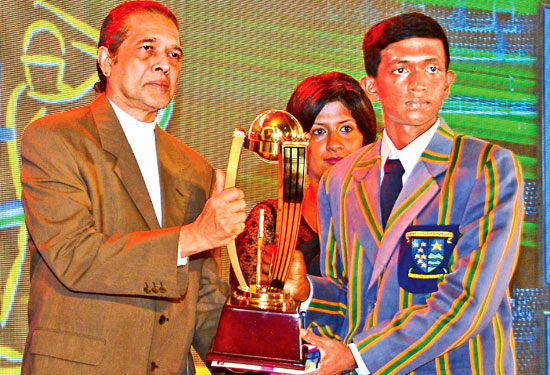 Most Popular Schoolboy Cricketer (Gold) division two award to Piyumal Sinhawansa of St.Anne's College . Kurunegala