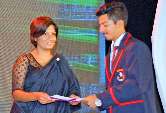 Lakshan Fernando (De La Salle, College, Mutwal) who was voted as the Most Popular Schoolboy Cricketer Of The Year (Silver Div.111)