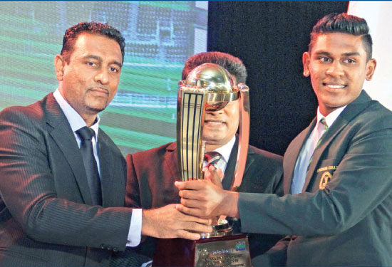 Isipathana College's Pramod Maduwantha receiving the Division One award for the Schoolboy Cricketer of the Year 2016