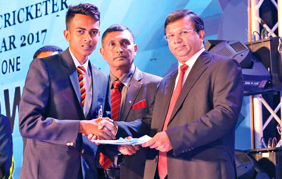 Naveen Gunawardene of Thurstan College, Colombo receiving his Division one Best Bowlers Runner - up