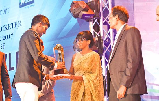 Mithila Poornajith of St. John's College, Nugegoda receiving his division three Best Bowler's award