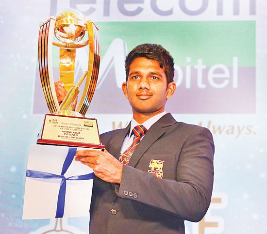 Observer Mobitel Schoolboy Cricketer of the Year 2018 : Trinity College's Hasitha Boyagoda holds aloft his trophy for being adjudged the Observer Mobitel Schoolboy Cricketer of the Year 2018 at its 40th Awards Night held at the Hilton Hotel in Colombo on Tuesday (Pic: Chinthaka Kumarasinghe)