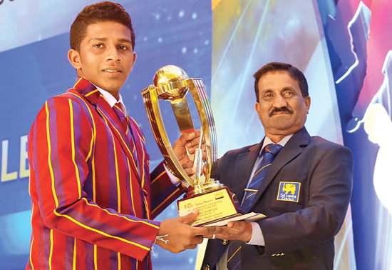 The Best Bowler Savindu Peiris of Prince of Wales College receives his award from Kapila Jayalath member of the Schools Cricket Association