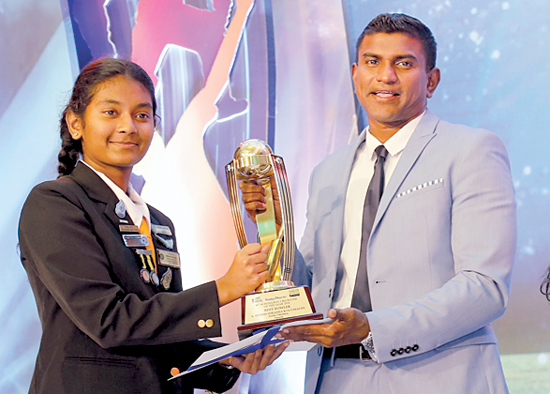 Sithmi Hirasha the Best Schoolgirl Bowler from Anula Vidyalaya receives her trophy from Isuru Dissanayake, Senior General Manager of Mobitel