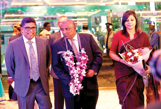 Aravinda de Silva and his wife being escorted on his arrival by Krishantha Cooray (Chairman ANCL)