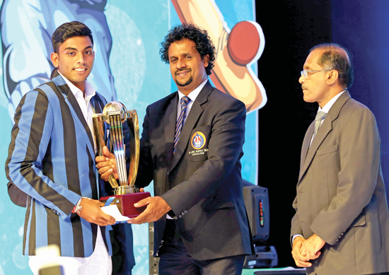 Kalana Perera from S. Thomas' College with his Best Bowler trophy