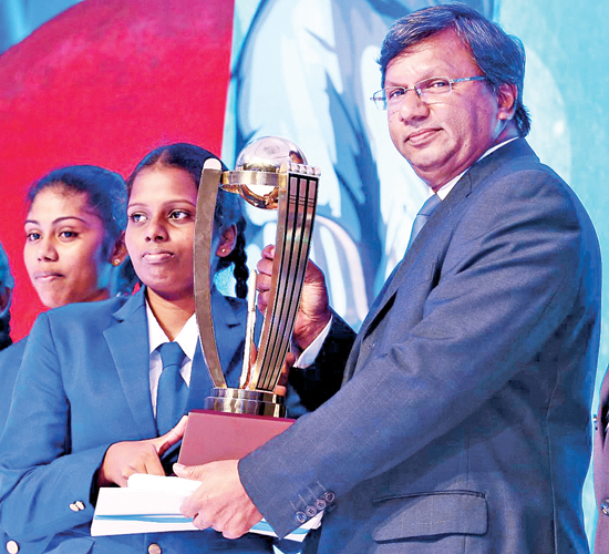 Wadduwa Central Girls team skipper receives the Award for her Best up-and-coming team