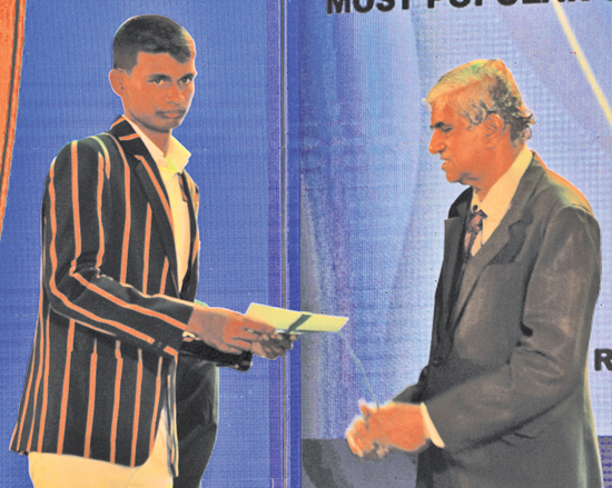 Most Popular Schoolboy cricketer runner-up Ahan Wickremasinghe receives his cash award from Ranjeewa Seneviratne Sports Editor Daily News