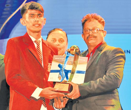 Division Three Best Fielder Sachin Dilhara of Madampa MMV Ambalangoda receives his award from Deputy General Manager Corporate Affairs ANCL Chandana Bandara