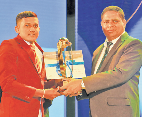 Best bowler Division Three Shakthi Udara Jayathilake of Rajasinghe  Central College, Hanwella gets his award Deputy General Manager, Finance ANCL, Virajith Bois
