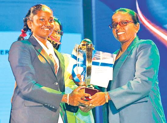 Best Batswoman Umesha Thimeshani of  Devapathiraja College, Ratgama receives her award from Champika Weeratunga the Secretary of the Girls Tournament Committee of SLSCA