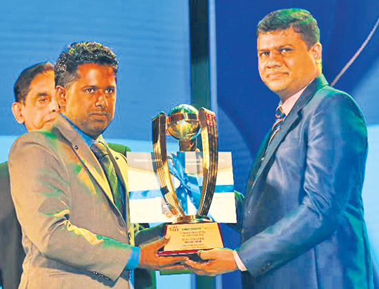 Best Fielder Nipun Dananjaya receiving the award from Thilak Wattuhewa president of SLSCA