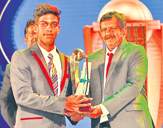 Best All-rounder - Division Three Hashen Lalindra of Loyola College, Negombo receiving the award from Senior Deputy General Manager ANCL, Kamal Wijesuriya