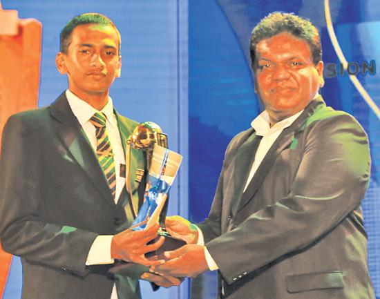 Best bowler Division Two Manuja Dulneth of Rahula College, Matara is presented with his award given by Chief Editor Dinamina,  Gamini Jayalath