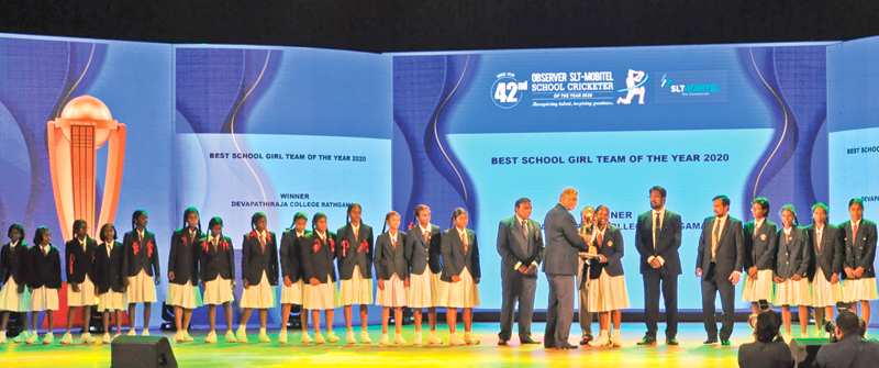 Best schoolgirl team of the Year 2020 Devapathiraja College, Ratgama receive their trophy from the Chairman of Sri Lanka Telecom Rohan Fernando in the presence of Sunday Observer Editor in Chief Dinesh Weerawansa and guest of honour Minister of Information and Media Keheliya Rambukwella