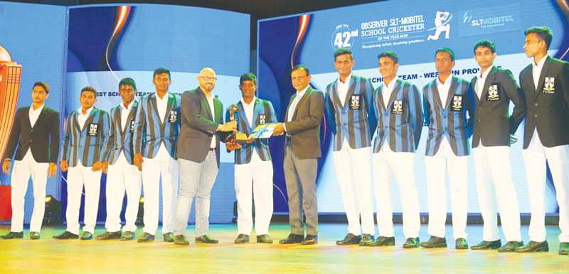 Best team of the Western Province 2020 S. Thomas' College receive their award from the GCEO of Sri Lanka Telecom Group, Lalith Seneviratne