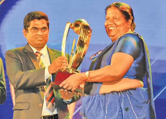Division one - Best Fielder winner  Pawan Ratnayake of Mahanama College. His mother receives the Award on behalf of him from SLSCA Treasurer, Manjula Vaas