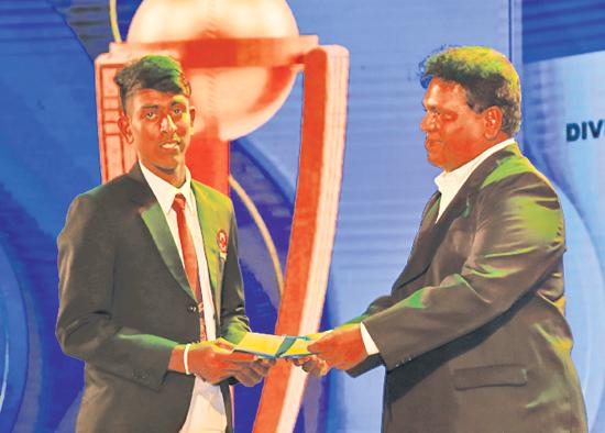 Best Bowler - Division Two -  Runner up Samith Isuru of Karandeniya Central College receiving his Award from Chief Editor Dinamina, Gamini Jayalath