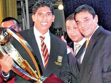 Flashback: Umesh Karunaratne winning the Observer Mobitel Schoolboy Cricketer of the Year trophy from the first ever winner and ICC Chief Match Referee Ranjan Madugalle